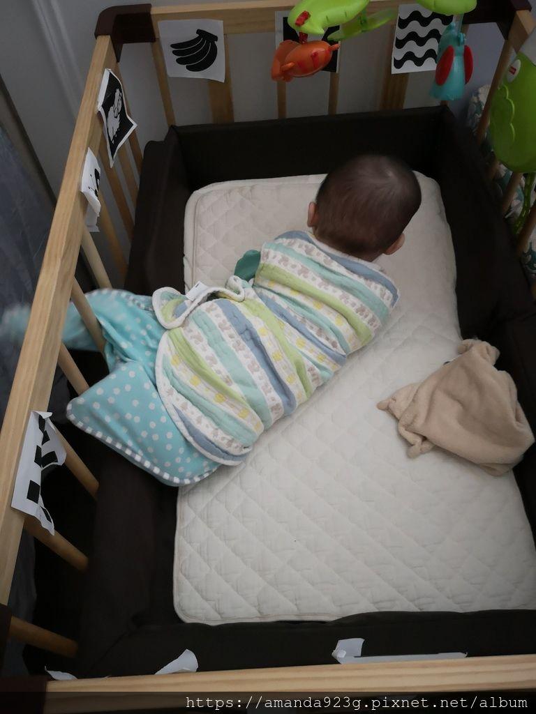 【育兒好物】寶寶睡眠好朋友.美觀又安全實用.HugsieBABY 嬰兒床圍