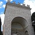 新門(porta nuova)