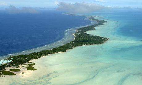 Tarawa 空照圖,取自http://www.guardian.co.uk/global-development/2010/nov/09/kiribati-climate-change-conference-intro_