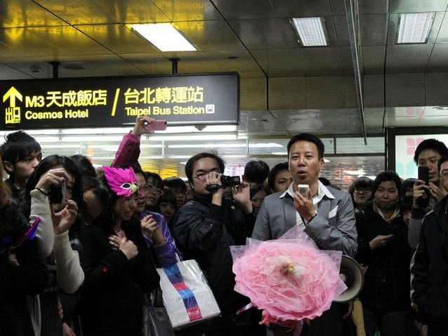 台北車站求婚.jpg