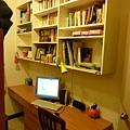 書櫃十書桌.JPG