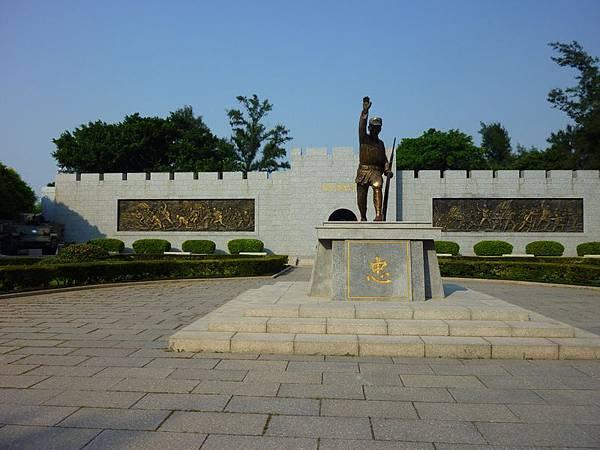 戰史館浮雕畫作及戰士銅像.JPG