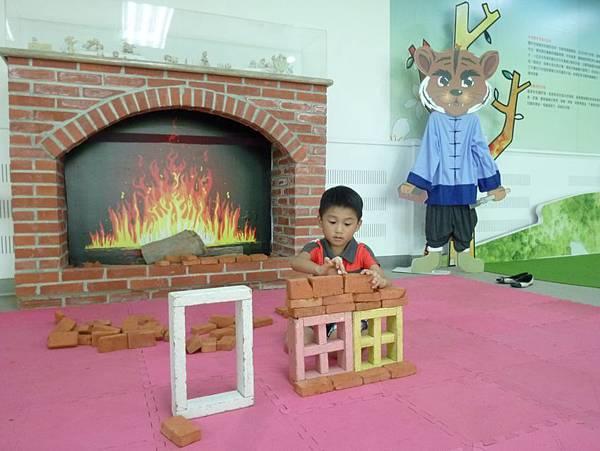 兒童工坊疊磚頭