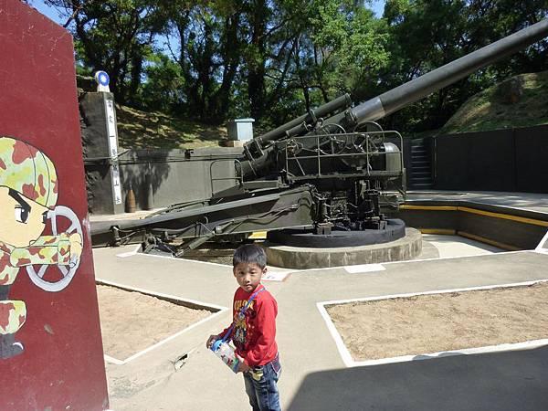 240雷霆巨砲獨照