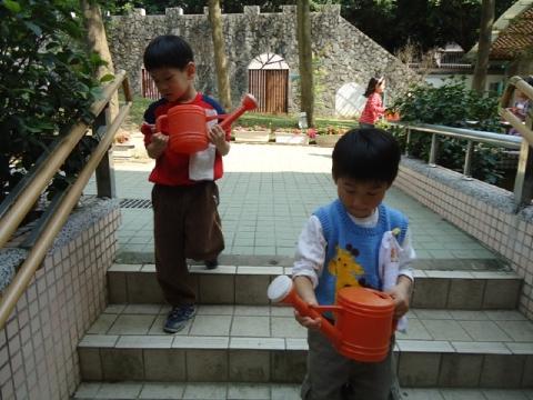 方案活動:今天輪到我們負責觀察與照顧菜園2
