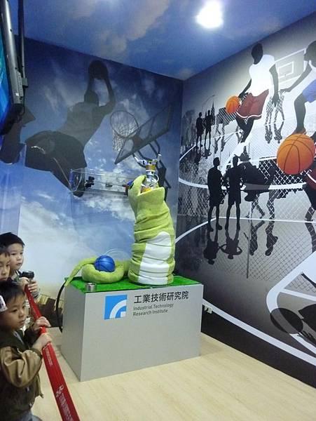 蛇形刁手投籃機器人4