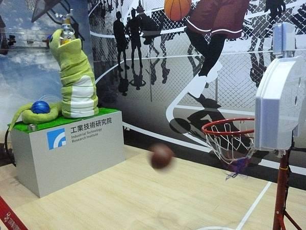 蛇形刁手投籃機器人5