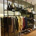服飾店陳列櫃2