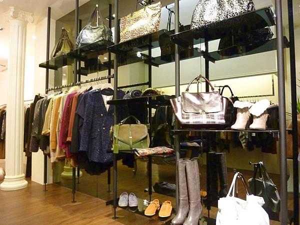 服飾店陳列櫃3