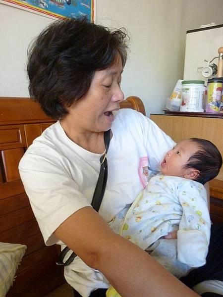霆與外婆.JPG