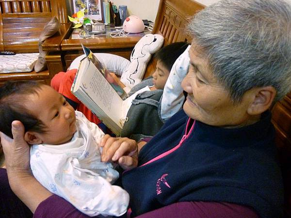 霆與奶奶.JPG