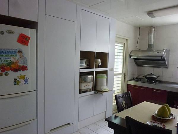 餐櫃客浴隱藏門