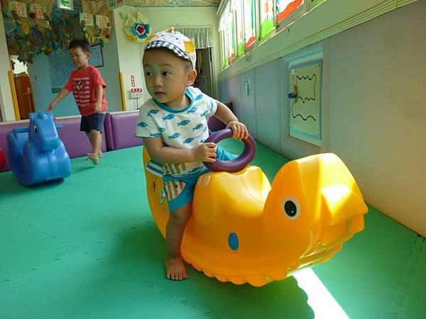 騎乘玩具2.JPG