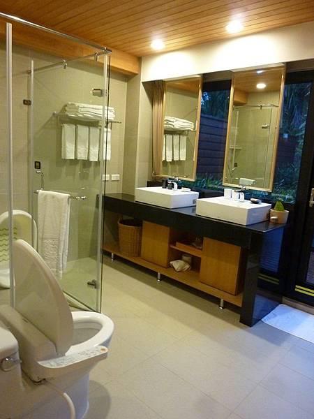 有熊的森林浴室.JPG