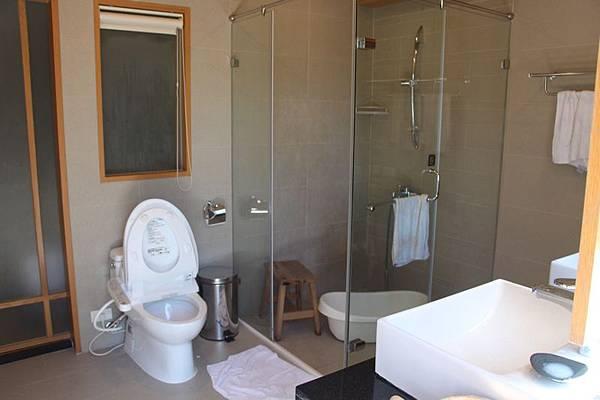 有熊的森林浴室2.JPG