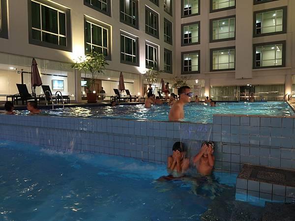 陽光飯店泳池3.JPG