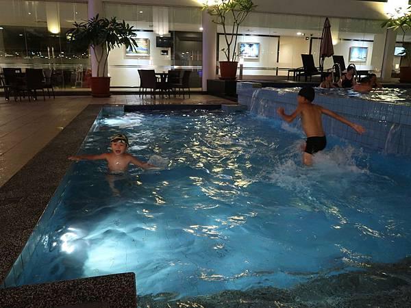 陽光飯店泳池4.JPG