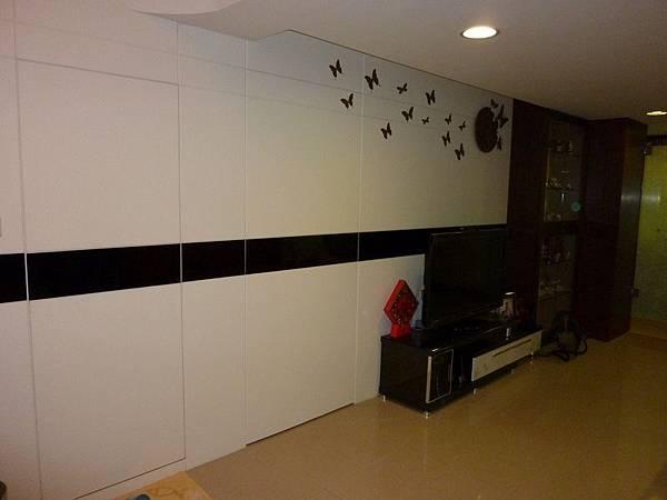 書房浴室隱藏門壁貼.JPG