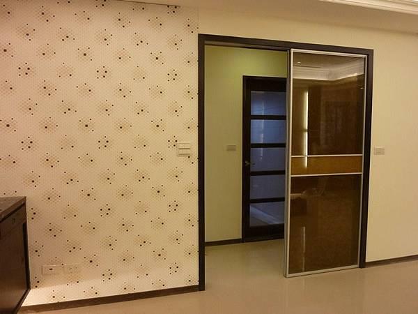 餐廳壁紙與內玄關.JPG