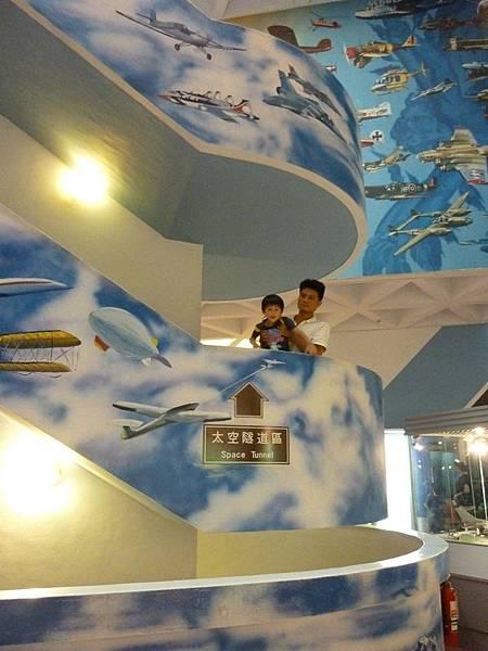 航空館樓梯.JPG