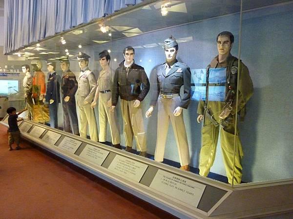 空軍歷年服裝.JPG