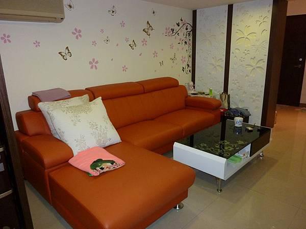 沙發背牆壁貼3.JPG