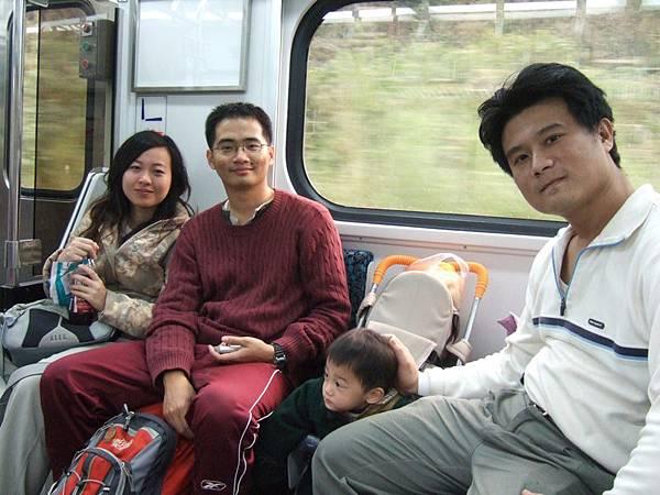 火車上合照