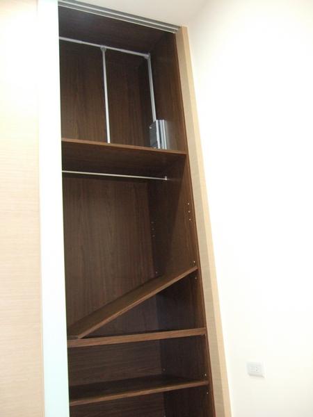 衣櫃活動層板.JPG