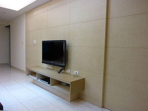 客廳造型牆及隱藏門4.JPG