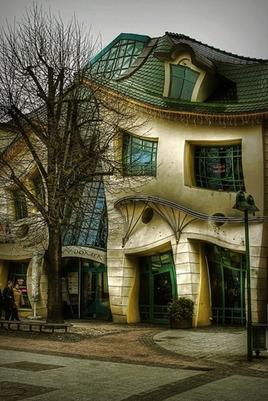 彎曲房子1.jpg