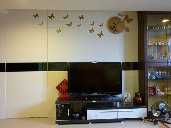 客廳電視牆壁貼.JPG