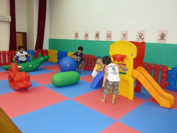 四歲幼兒遊戲區2.JPG