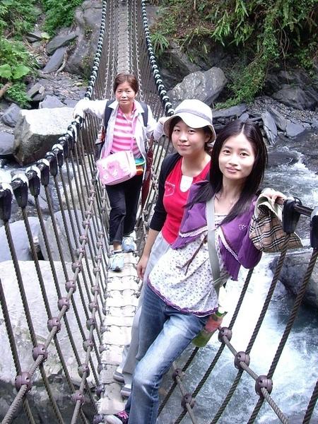 飛瀑吊橋.JPG