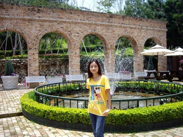 羅馬拱柱噴水池.JPG