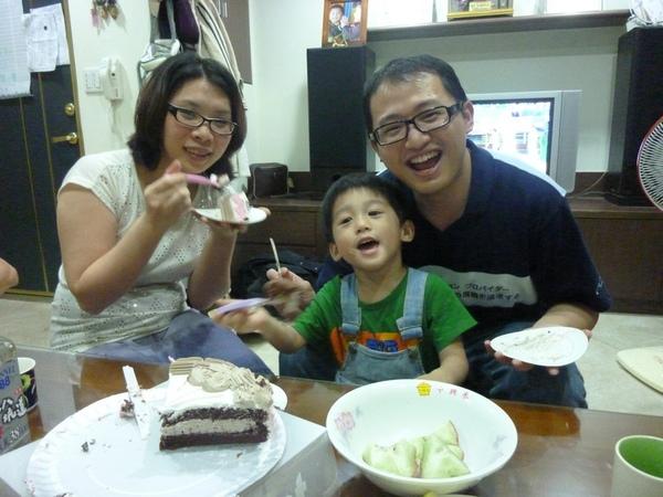 吃蛋糕2.JPG