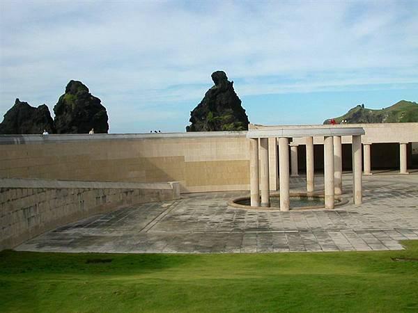 地下的紀念碑