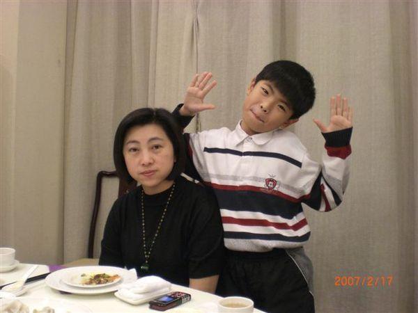 011姑姑跟表弟