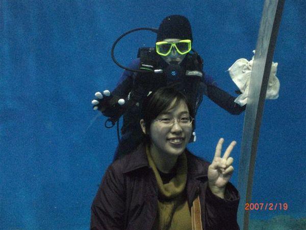 084.受過合照訓練的潛水夫