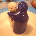 正常姿勢的小人調味料罐