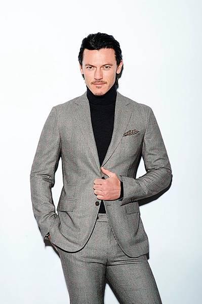 Celeber-ru-Luke-Evans-InStyle-Man-Magazine-Photoshoot-2014-07