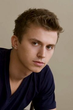Kenny-Wormald-685315-303.jpg