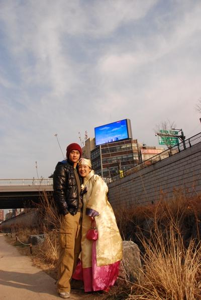金秀賢,公開與媽媽的合照,好黏媽媽啊!(02)