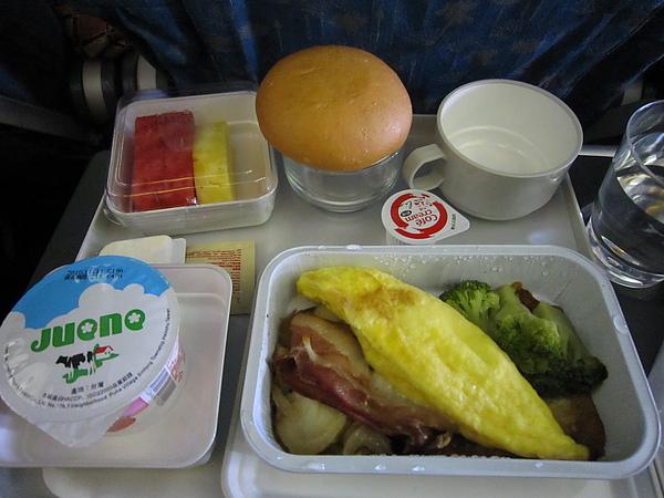 越南航空上的蛋捲餐
