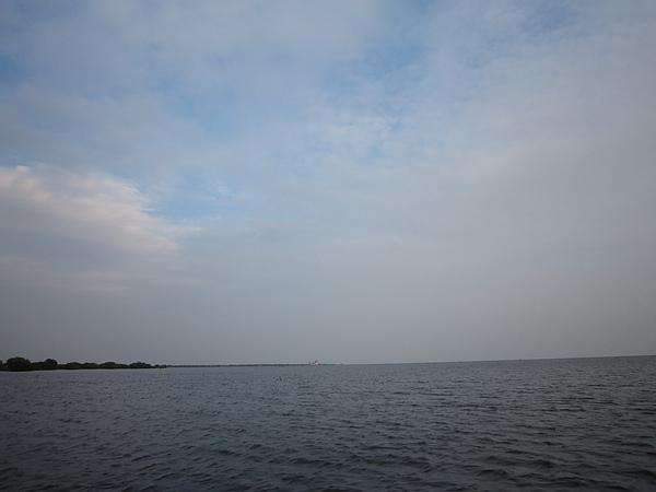 一望無際的湖水