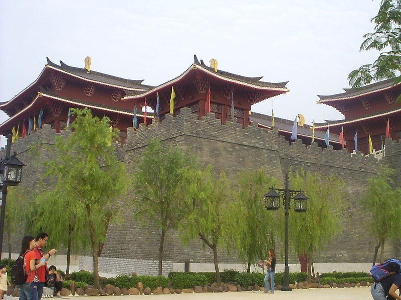 800px-Macau_Fisherman%27s_Wharf_walls.jpg