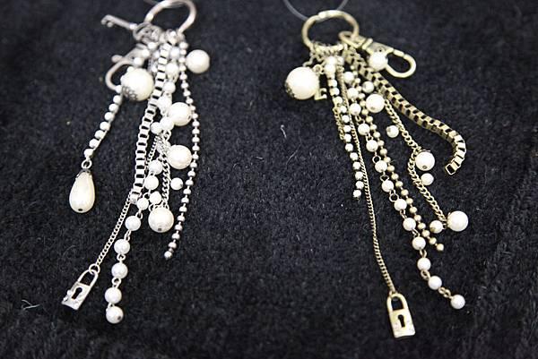 HI) 珍珠水鑽款 皮包吊飾 $390