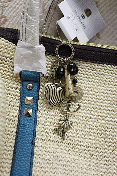 D) 芭蕾女伶 皮包吊飾 $390