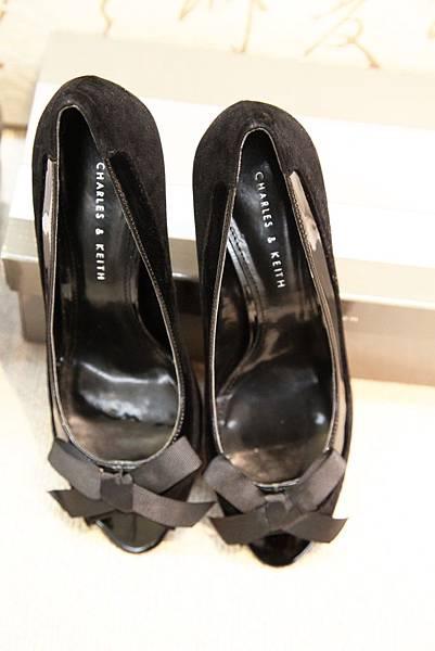 高跟鞋)Charles & Keith 黑色蝴蝶結高跟鞋 (no.37)$1980