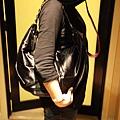 2) VINCCI (TODS款) 肩背彎月金屬鍊包黑色 $2280