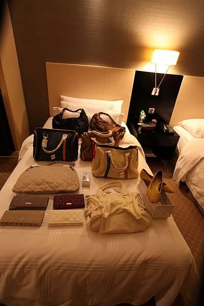 後方五個VINCCI包包提供認購:三款SPEEDY、兩款HOBO包